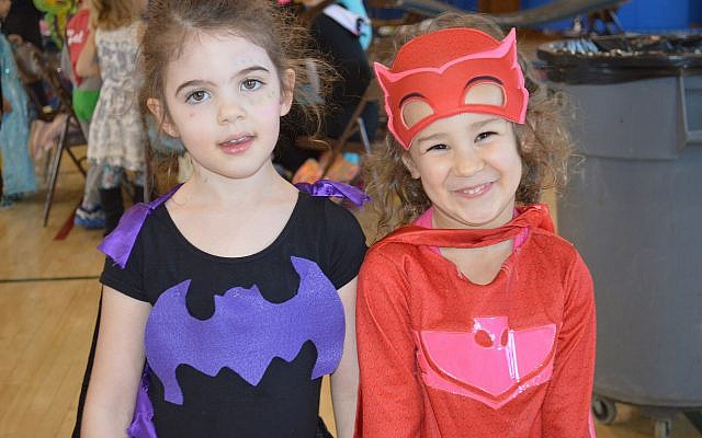 CDS Kindergarten students Rose Marcus, left, and Madison Perlow. (Photo courtesy of Community Day School)