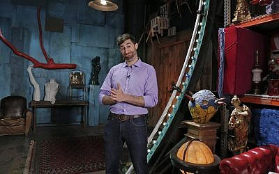 "Scott Rogowsky on the set of the 2013 ABC show ""Would You Fall for That?"" (Photo by Heidi Gutman/ABC via Getty Images)"