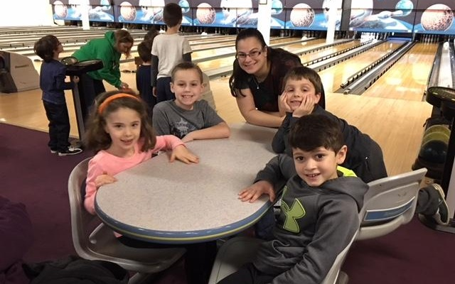 Sylvie Casher, CJ Keough, Jessica Raithel, Aidan Pechersky and Nate Goldberg take a break while the pins reset. (Photo courtesy of Temple David)