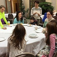 Parents, students and teachers have the opportunity to learn together at grade level breakfasts. (Photo courtesy of the Joint Jewish Education Program)