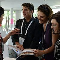 Dr. Nancy Strichman discussing her findings with attendees. (Photo by Gal Mosenson)