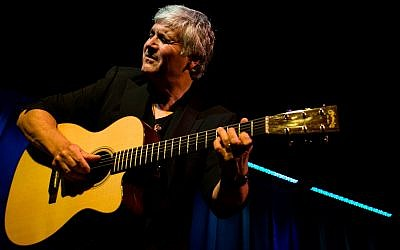 Laurence Juber will be performing a free concert at Temple Emanuel of South Hills on Saturday, March 24. (Photo courtesy of Laurence Juber)