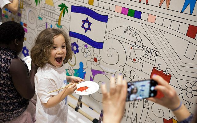 For the Israel at 70 celebration at the JCC in Squirrel Hill, attendees of all ages had the opportunity to help complete a community mural by Daniel Cascardo. (Photo by Josh Franzos)