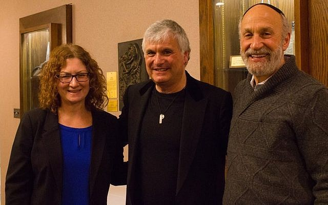 Rabbi Jessica Locketz, two-time Grammy winner Laurence Juber, and Rabbi Mark Mahler after the concert. (Photo courtesy of Temple Emanuel)