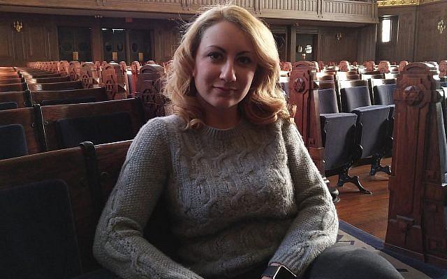 Filmmaker Serena Dykman prior to her address at Rodef Shalom Congregation. (Photo by Adam Reinherz)