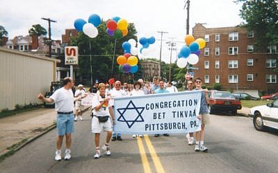 Members of Bet Tikvah march in the 1999 Pride Parade. (Photo courtesy of Eric Lidji, Rauh Jewish History Program and Archives)