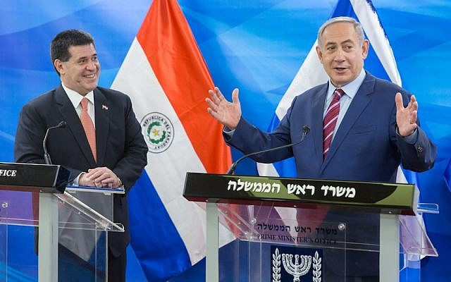 Paraguay President Horacio Manuel Cartes Jara, left, meeting with Israeli Prime Minister in Jerusalem, July 19, 2016. (Photo by Emil Salman/Pool/Flash90)