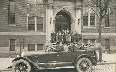 Paul Drindell drives a Hebrew Institute bus carrying, among others, Dr. Solomon Abrams (left), future executive director of the Institute and his brother, Dr. Ellis Abrams (extreme right), c.1922. (Photo courtesy of Hebrew Institute of Pittsburgh Photographs, Rauh Jewish Archives at the Heinz History Center)