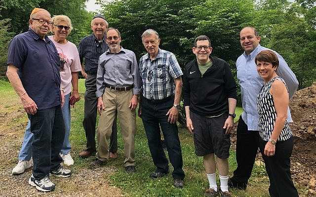 From left: Helpers Herbert Adelman, Elaine Berkowitz, Harvey Wolsh, Jonathan Schachter, Bernard Dickter, Steven Santman, Rabbi Alex Greenbaum and Judy Ryave McGuire. (Photo courtesy of Jewish Cemetery and Burial Association)