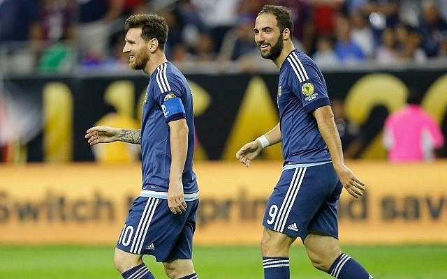 Lionel Messi, left, and Gonzalo Higuain of Argentina playing against the United States during the 2016 Copa America Centenario in Houston. (Photo by Bob Levey/Getty Images)