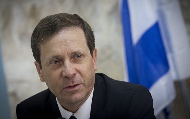 Opposition leader Isaac Herzog speaks to the foreign press in Jerusalem in 2015. (Photo by Miriam Alster/Flash90)