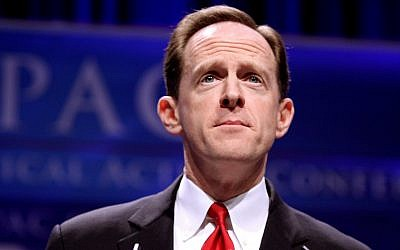Sen. Pat Toomey (R-Pa.) speaking in Washington, D.C. in 2011. (Photo from Wikimedia Commons)