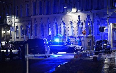 Police arrive after a synagogue was attacked in Gothenburg, Sweden, Dec. 9, 2017. (Photo by Adam Ihse/AFP/Getty Images)
