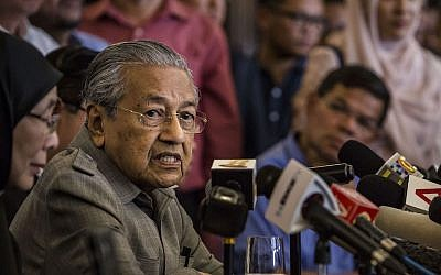 President Mahathir Mohamad of Malaysia speaks at a news conference in Kuala Lumpur, May 10, 2018. (Photo by Ulet Ifansasti/Getty Images)