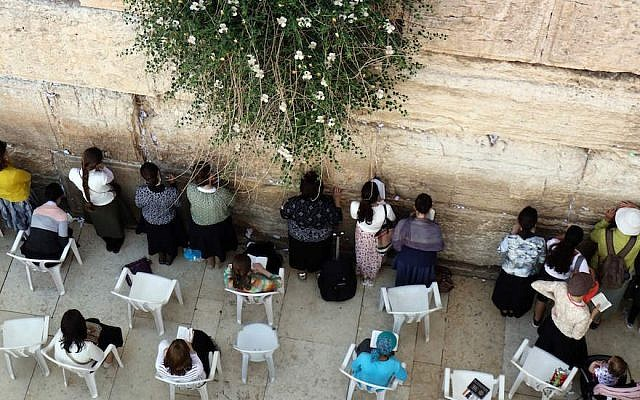 Jewish women praying at the women's section of the Western Wall in Jerusalem, May 16, 2017. (Photo by Thomas Coex/AFP/Getty Images)