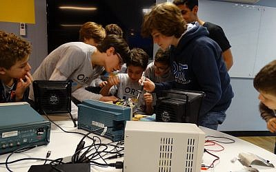 Students explore technology at ORT, the smallest of Rio's four Jewish day schools. (Photo courtesy of ORT)
