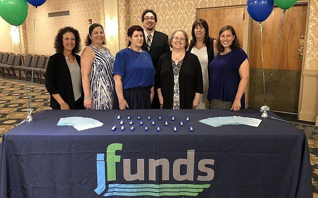 From left: Cindy Goodman-Leib, Dana Himmel, Alayne Lowenberger, Matthew Bolton, Debbie Swartz, Ellen Clancy, Aviva Lubowsky. (Photo by Jim Busis)