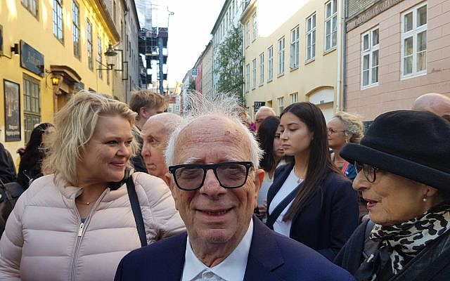 Bent Lewinsky waits to celebrate Danish Jewry's 1943 rescue outside the Great Synagogue of Copenhagen.  (Photo by Cnaan Liphshiz)