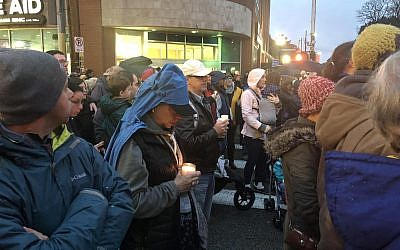 Jewish community members join other Pittsburgh residents to mourn the loss of 11 lives murdered at Tree of Life*Or L'Simcha at the first of several vigils in the Squirrel Hill section of the city.  (Photo by Jim Busis)