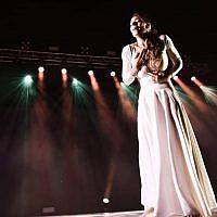 Maria Caruso in Katonti solo. Photo by Ofir Zaguri