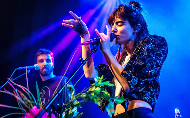 AMSTERDAM,NETHERLANDS - NOVEMBER 7: Gil Landau and Yael Shoshana Cohen of Lola Marsh perform on stage at Paradiso on November 7, 2017 in Amsterdam, Netherlands (Photo by Dimitri Hakke/Redferns)