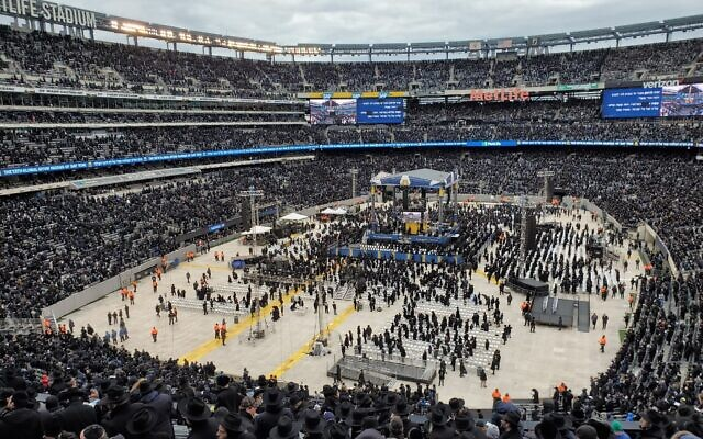 Nearly 90,000 people attended the Jan. 1 Siyum HaShas at MetLife Stadium.  Photo by Adam Reinherz
