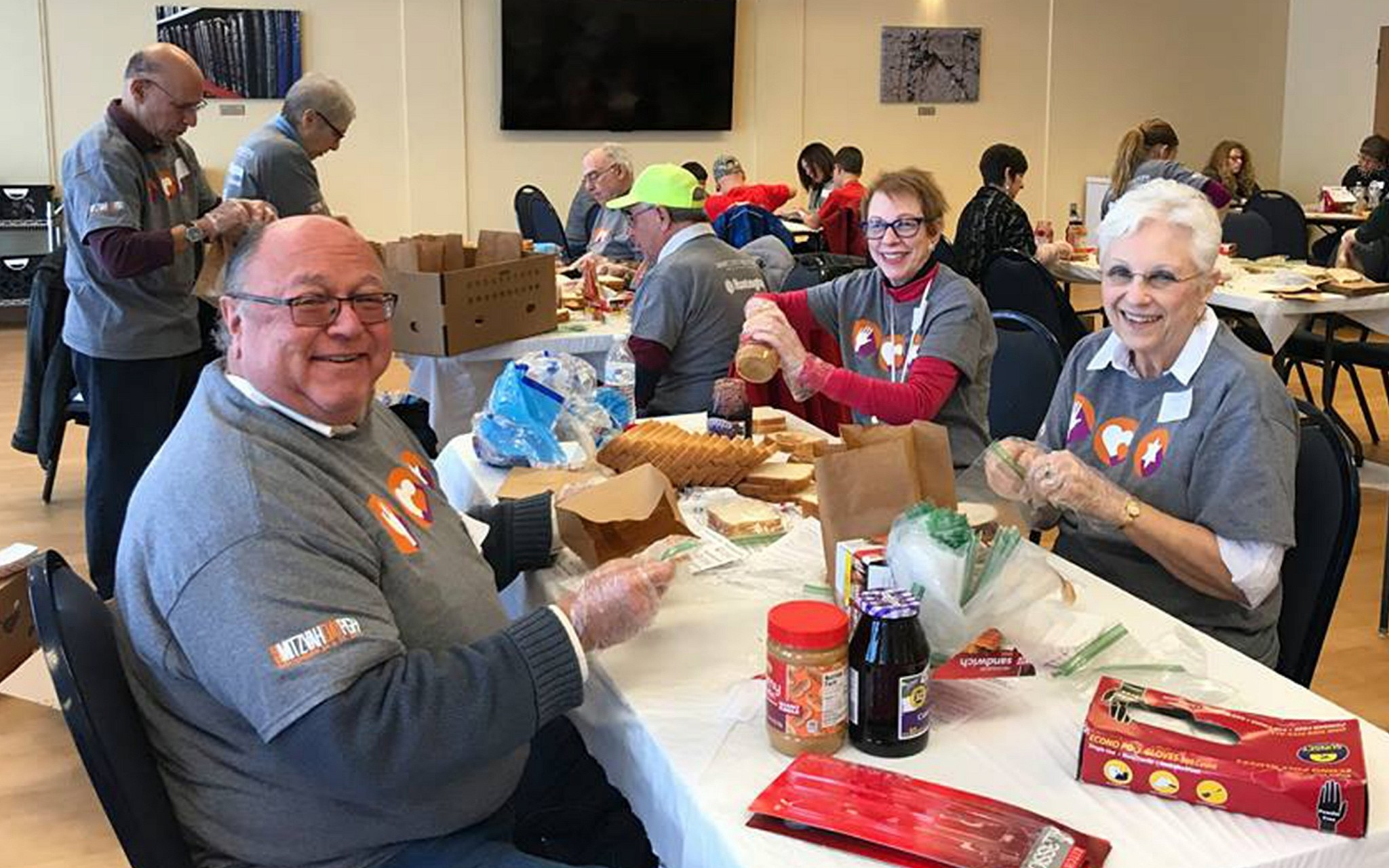 Volunteers from the South Hills Jewish community prepare items for food pantries on Mitzvah Day, 2017. Photo provided by the Jewish Federation of Greater Pittsburgh.