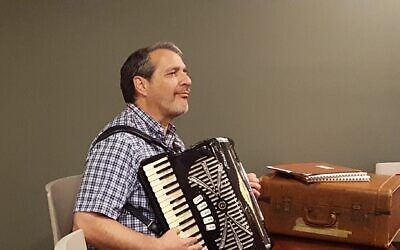 Ed Frim plays the accordion at a USCJ conference in July 2018. Photo by Aimee Close