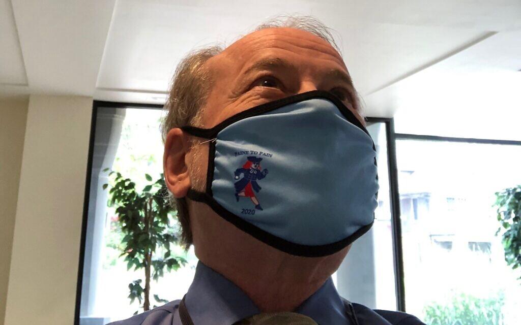 Running from the Rona: Ken Turkewitz sports a Paine to Pain half-marathon mask. Photo courtesy of Ken Turkewitz