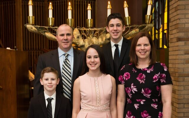 """The Dvorins are part of what the Pittsburgh Jewish Community Study categorizes as """"Immersed.""""(Clockwise from left Ian, David, Sam, Lisa and Zoe). Photo by Dmitriy Babichenko."""