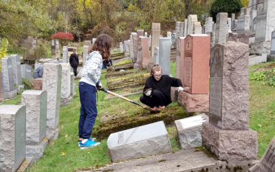 Almost three dozen volunteers participated in a community-wide day of service at Beth Abraham Cemetery last year to commemorate the victims of the Pittsburgh synagogue shooting. (Photo courtesy of JCBA)
