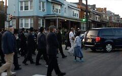 As the sun began to set on the 3rd of Tishrei, hundreds gathered at the site of Yeshiva Boys School in Squirrel Hill to honor the life of Rabbi Ephraim Rosenblum, who passed away on Monday, Sept. 21. The crowd symbolically escorted the funeral procession as it began its journey to New York for burial. Rosenblum was an integral part of the school for more than five decades. Video by Gene Tabachnick.