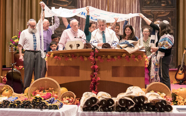 Simchat Torah at Temple Sinai in 2019. (Photo by Dale Lazar)