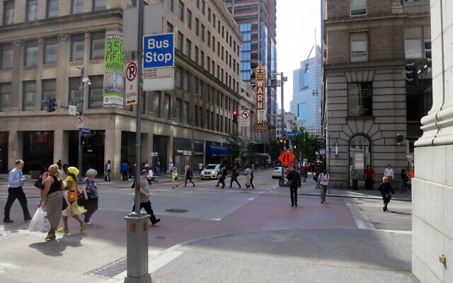 Downtown Pittsburgh (Photo by Daniel Lobo)