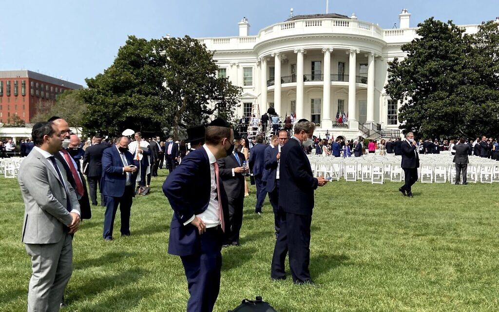 Kaddish on the South Lawn of the White House following the singing of the Abraham Accords. (Photo by Karen Lehmann Eisner)