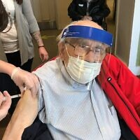 JAA resident Larry receives the Pfizer vaccine. Photo courtesy of Jewish Association on Aging