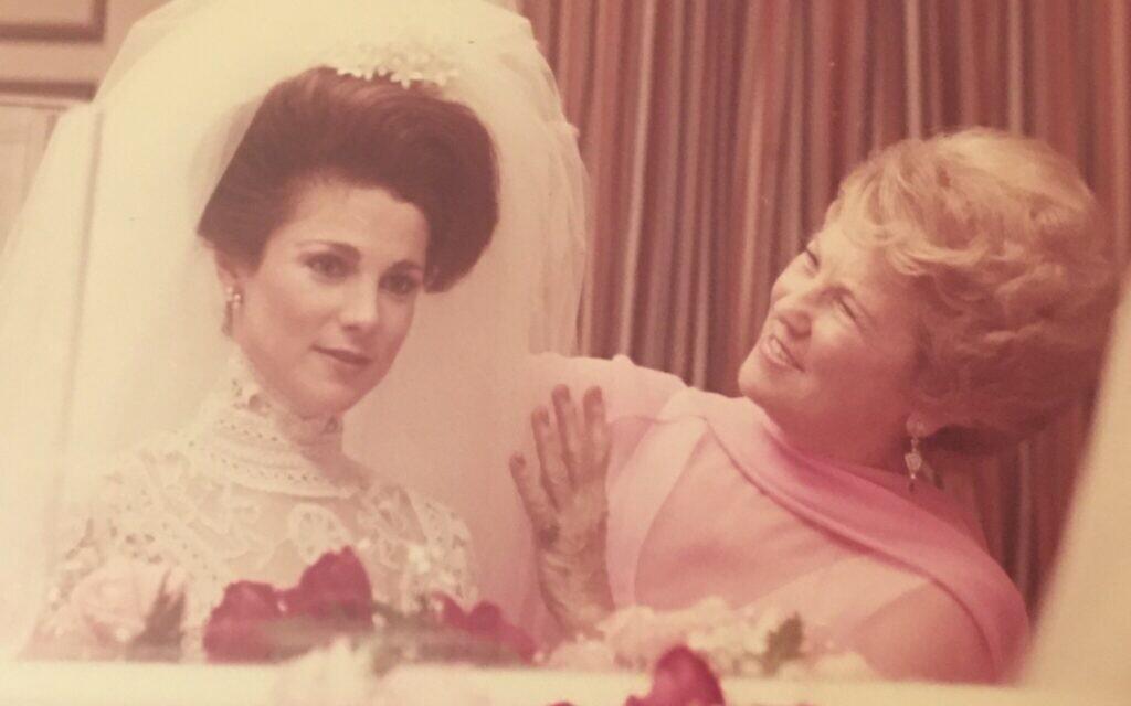 Lillian Kaplan Feldshuh (right) helps her daughter prepare for her wedding in 1977. (Photo courtesy of Tovah Feldushuh)
