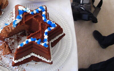 Star of David Cake by Jonny Hunter, courtesy of flickr.com.