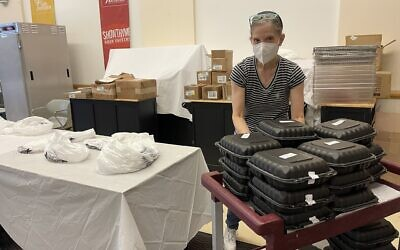 Volunteer Trish Callaway prepares meals at the Squirrel Hill JCC. Photo courtesy of Jewish Community Center of Greater Pittsburgh