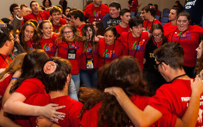 USY members celebrate at the United Synagogue of Conservative Judaism's 2015 convention. (Photo by Andrew Langdal via JTA)