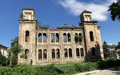 The exterior of the synagogue in Vidin features the outlines of windows in the shape of the Ten Commandments. It was designed by the famed Austrian architect Friedrich Grünanger. (Jonah Goldman Kay/JTA)