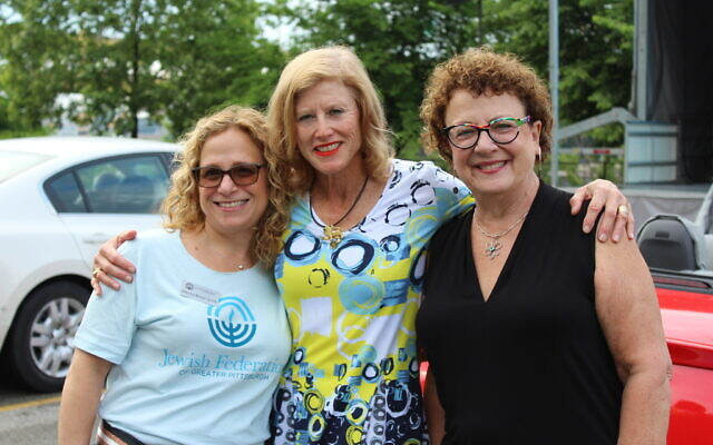 Jessica Brown Smith with Community Campaign co-chair Ellen Teri Kaplan Goldstein and Diane Samuels at the Jewish Federation's 2021 Celebration, the donor thank-you event in June. Photo courtesy of Jewish Federation of Greater Pittsburgh