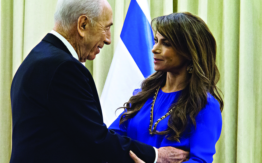 Shimon Peres with singer Paula Abdul