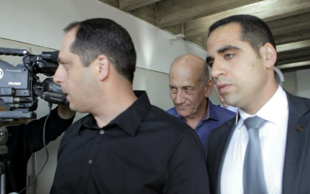 Olmert on his way to the courtroom.