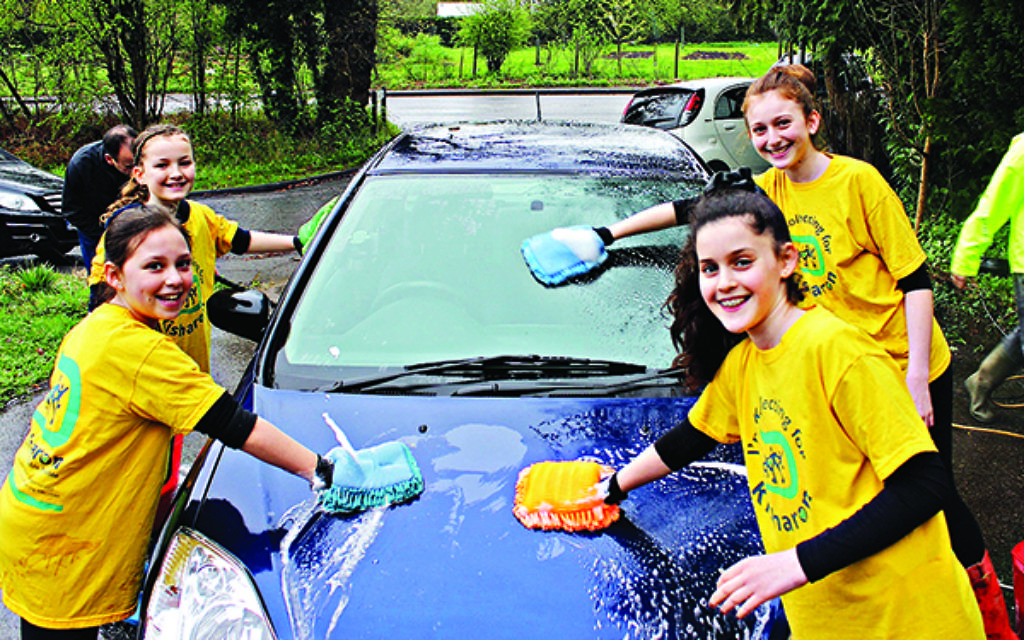 Girls from Kisharon raised money for adults with learning difficulties