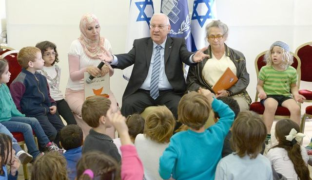 President Rivlin hosts HiH students and teachersHand in Hand