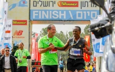 Mayor Nir Barkat with 2016 Jerusalem marathon winner Tadesa Dabi from Ethiopia