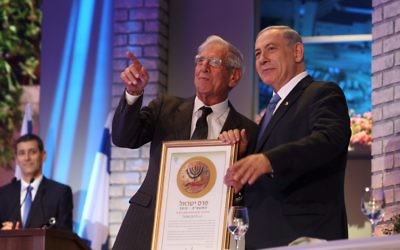 Chaim Topol receives his civilian honour from Netanyahu.