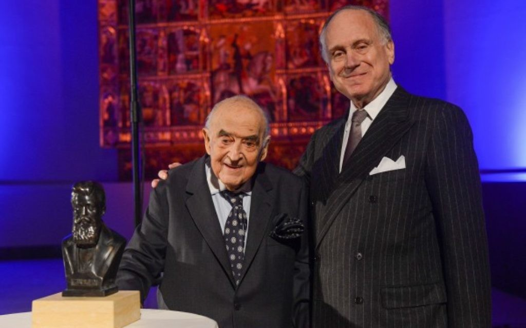 Lord Weidenfeld (left) with WJC President Ronald S. Lauder (right) Photo credit: Shahar Azran)