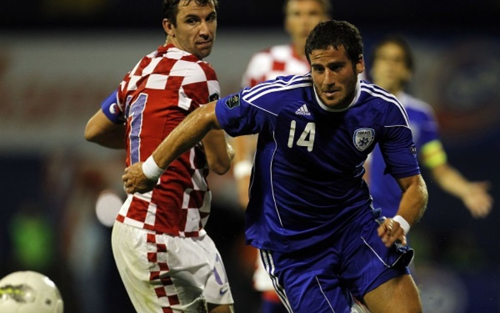 Israel's Tomer Hemed, right, is challenged by Croatia's Darijo Srna during their Euro 2012 group F qualifying match at Maksimir stadium in Zagreb, Croatia, Tuesday, Sept. 6, 2011. (AP Photo/Darko Bandic)